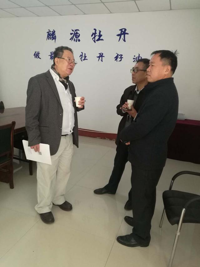 台湾同胞来麟源考察牡丹籽油产业