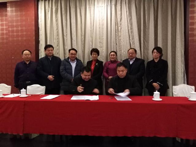 麟源牡丹籽油总经理王连岗与北京华妍生物科技有限公司杨志华总经理签订合作