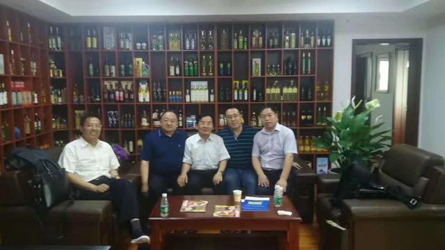麟源总经理王连岗一行在北京拜访中国油脂营养专家赵亮教授